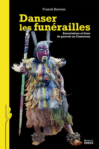 Illustration : Le personnage du Masqué,<br />lors d'une représentation du groupe Mini Nzang<br />© Franck Beuvier, 2002.